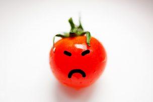 怒り顔のトマト