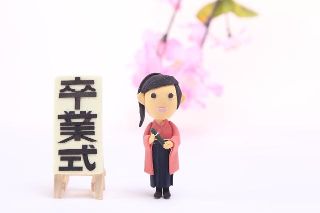 袴姿の人形