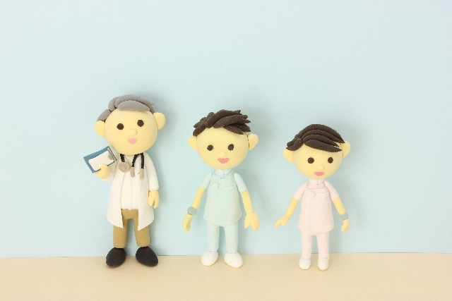 人形の医者と看護師