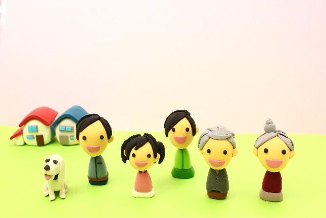 3世代家族の人形