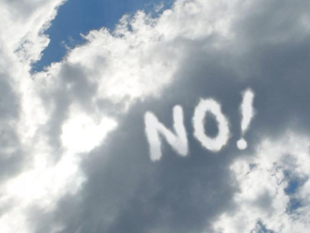 雲の中にNOの文字