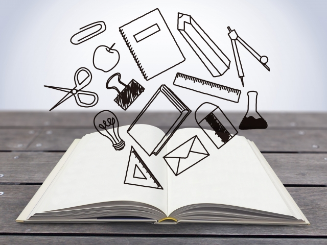 ノートと勉強道具のイメージ
