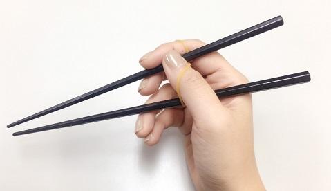 輪ゴムを使ったお箸の矯正方法