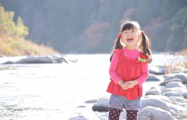 笑っている女の子