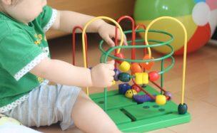 保育所で遊ぶ子ども