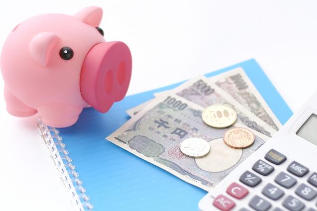 貯金箱とお金と電卓