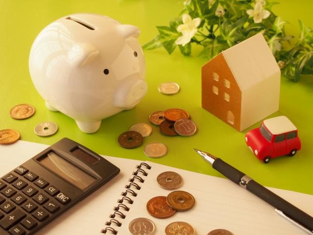 貯金箱とお金と計算機