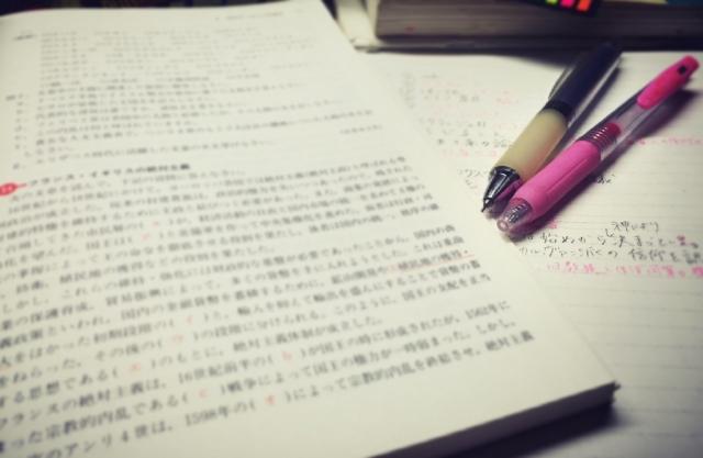 教科書とペン