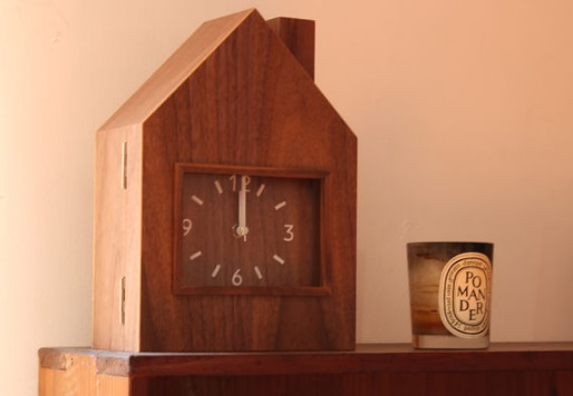 夜間幼稚園にある時計